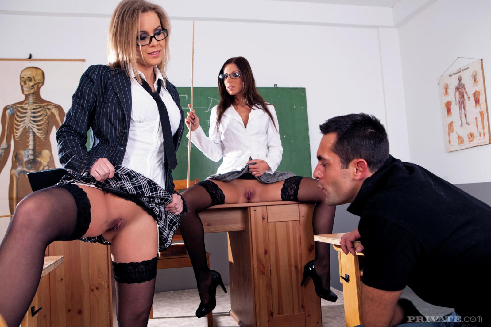 Секс в школе на уроке с учениками смотреть, Училки в порно трахаются со студентами и учениками 5 фотография